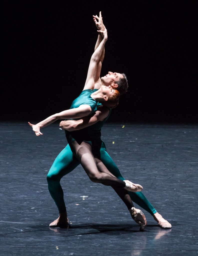 "5. E.Vostrotina and R.Coumes-Marquet, ""Impressing the Czar"" by W.Forsythe: ""In the Middle, Somewhat Elevated"", Semperoper Ballet Dresden © I.Whalen 2015"