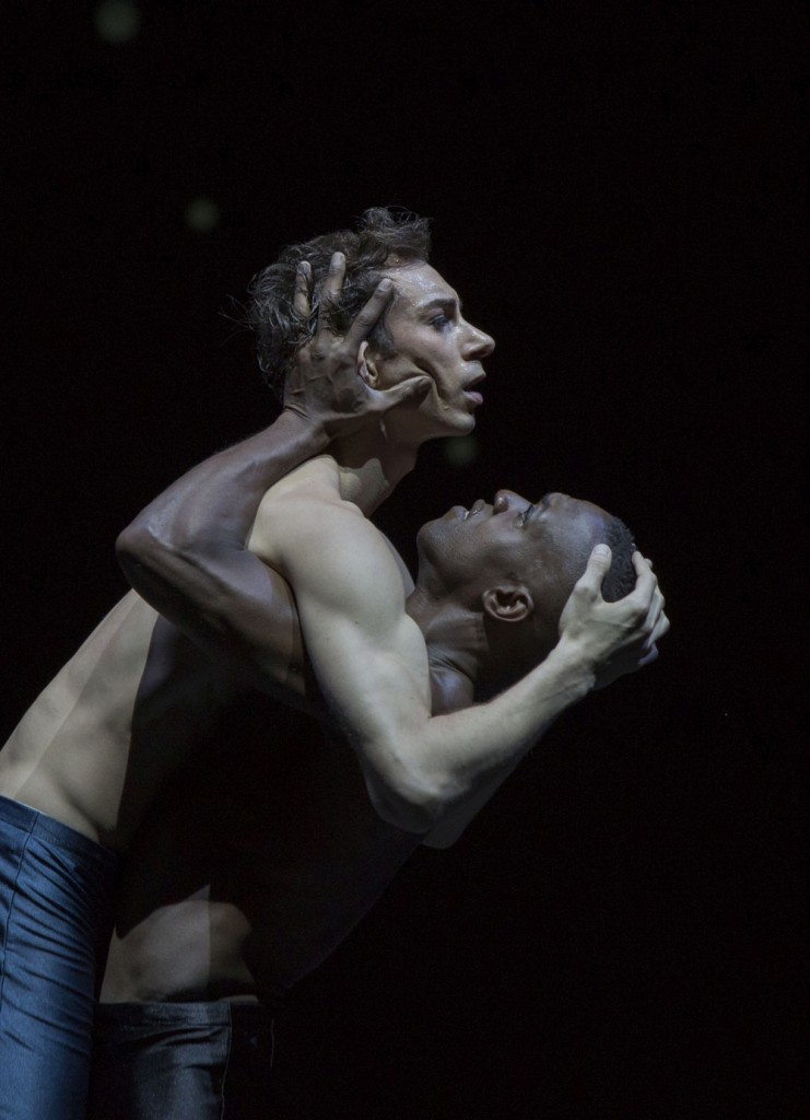"1. M.Menha and C.Nzerem, ""verwundert seyn – zu sehn"" by M.Schläpfer, Ballett am Rhein © G.Weigelt 2015"
