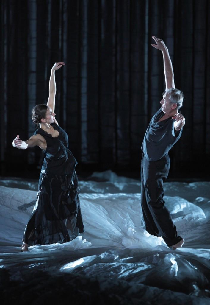 "7. C.Geiger and P.Jolesch, ""Zugvögel"" by J.Kylián, Bavarian State Ballet, Munich © W.Hösl 2015"