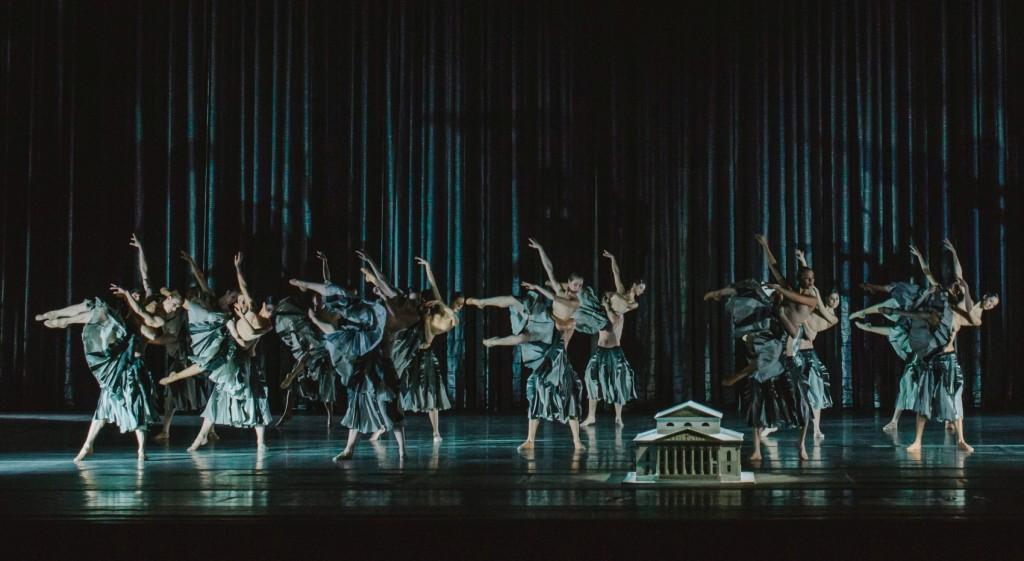 "9. Ensemble, ""Zugvögel"" by J.Kylián, Bavarian State Ballet, Munich 2015 © DayKol 2015"