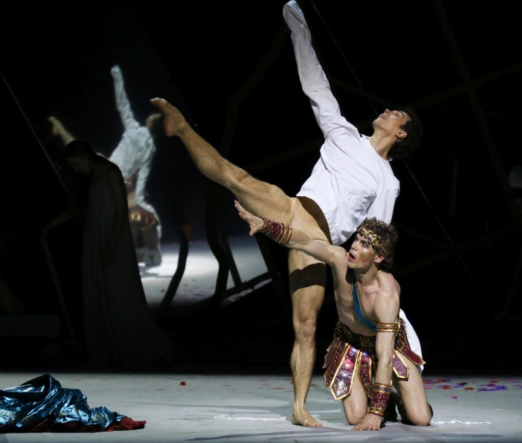 "6. A.Riabko and C.Jung, ""Peer Gynt"" by J.Neumeier, Hamburg Ballet © H.Badekow 2015"