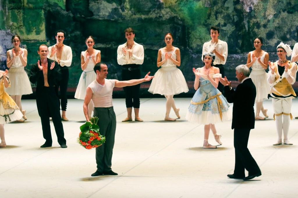 7. O.Bubeníček, J.Neumeier and ensemble, Nijinsky-Gala XLI, Hamburg Ballet © H.Badekow 2015