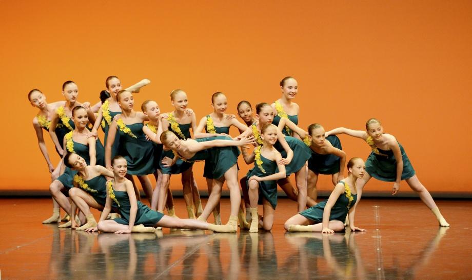 "2. Students of the classes 1 – 4, ""Spirits of Nature"" by M.Laudani, John Cranko School 2015 © Stuttgart Ballet"
