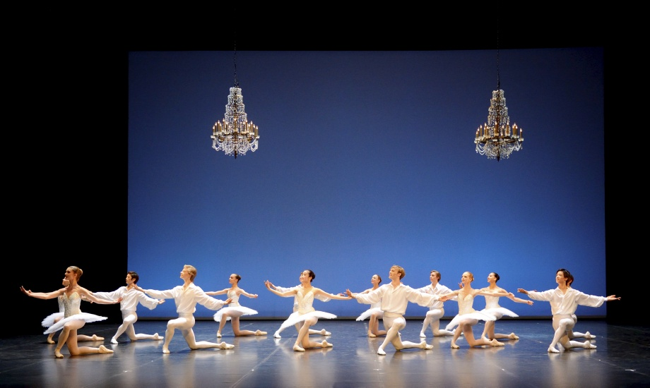 """5. Students of the classes 5 and 6 and the Academy class B, """"Classical Symphony"""" by L.Lavrovsky, John Cranko School 2015 © Stuttgart Ballet"""