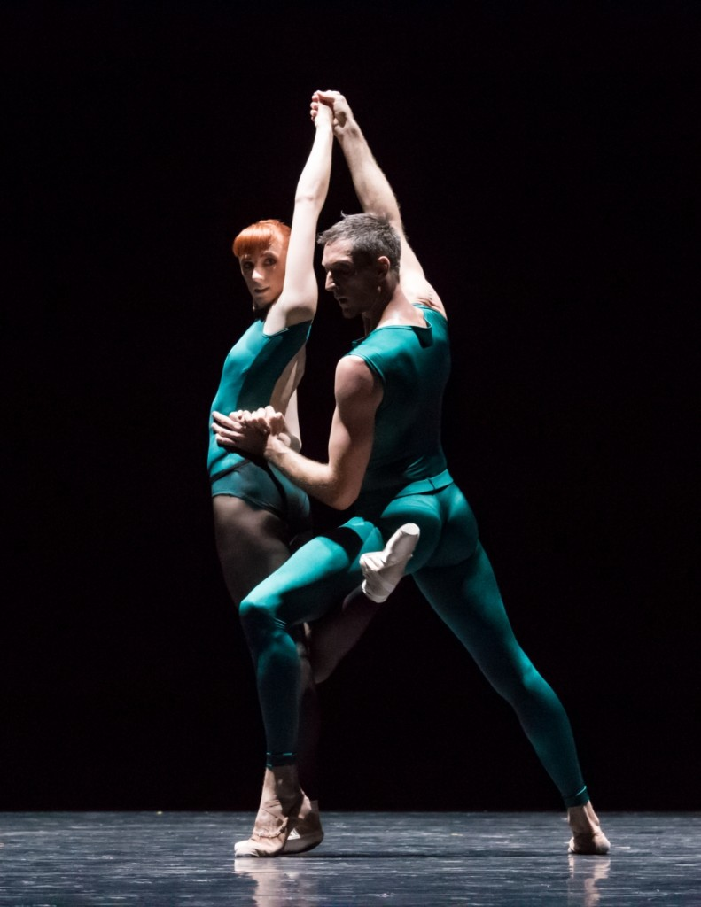 8. E.Vostrotina and R.Coumes-Marquet, In the Middle, Somewhat elevated by W.Forsythe, Semperoper Ballet, photo I.Whalen