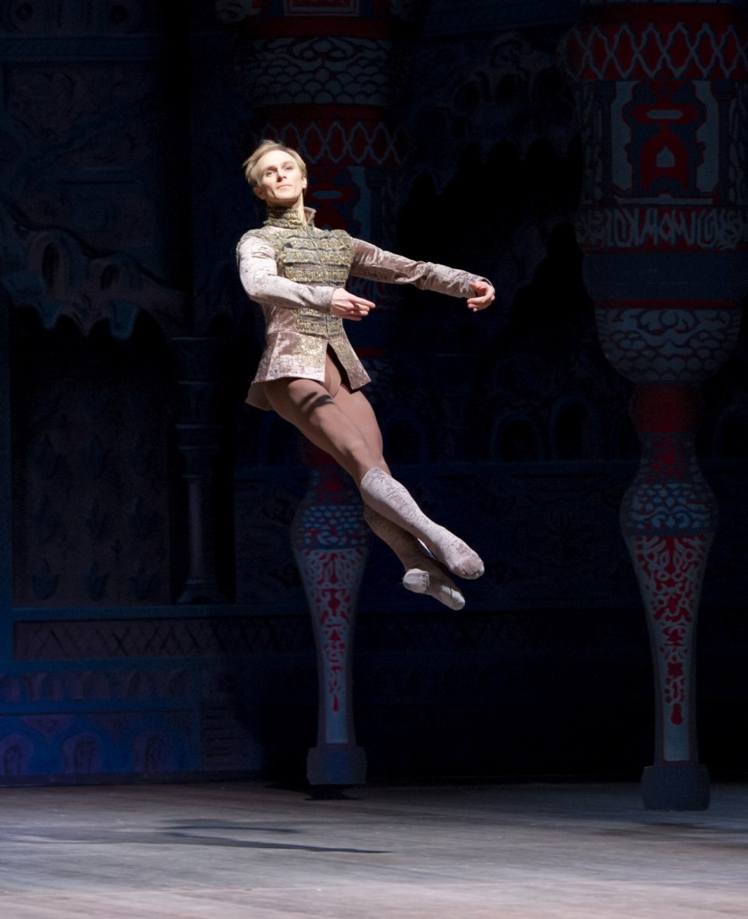 2. D.Kupinski, Raymonda by P.Lidberg, Royal Swedish Ballet, photo H.Nilsson