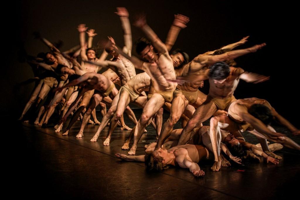 16. Ensemble, Le Sacre by J.Neumeier, Hamburg Ballet © S.Ballone