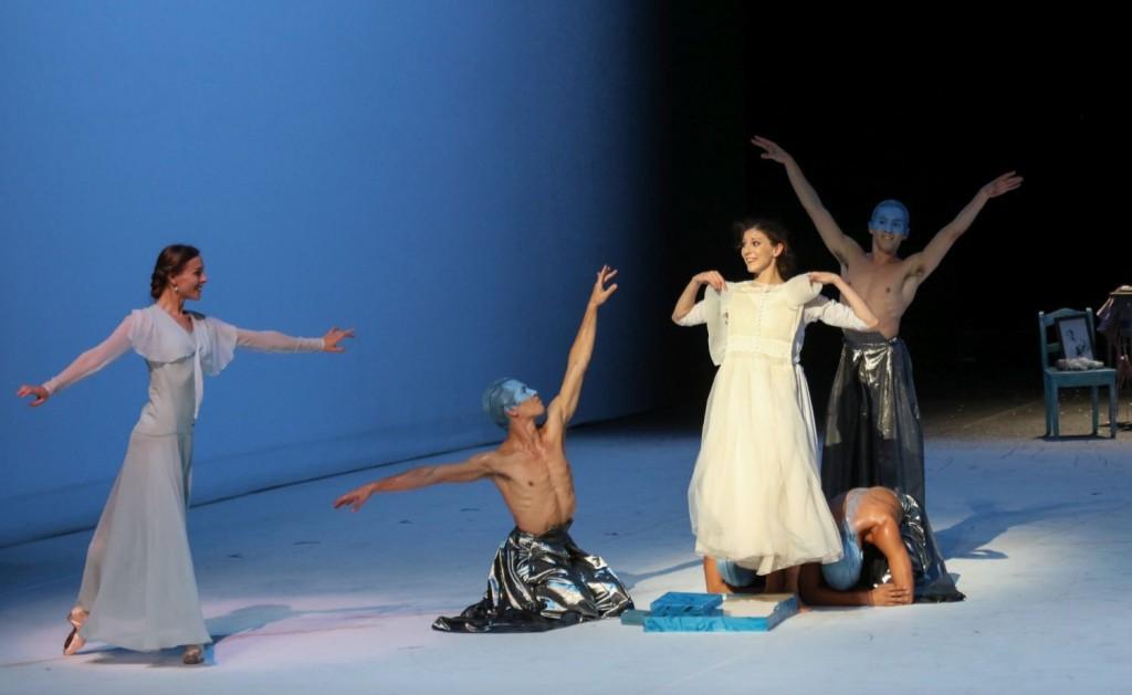 "3. A.Laudere, H.Bouchet, A.Riabko, A.Martínez, C.Evans and M.Libao, ""A Cinderella Story"" by J.Neumeier, photo: H.Badekow"
