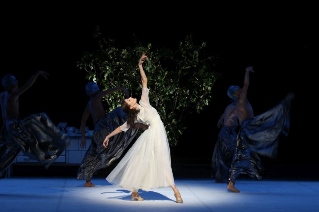 """4. Hélène Bouchet, """"A Cinderella Story"""" by J.Neumeier, photo: H.Badekow"""