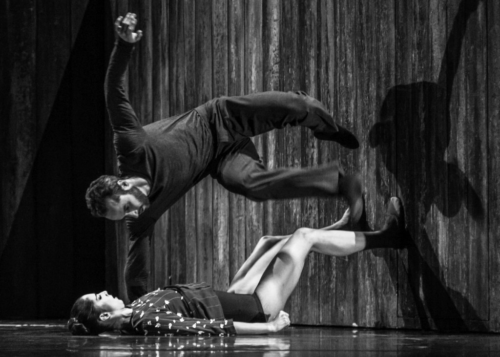 "8. J.Weiss and F.Voranger, ""Walking Mad"" by Johan Inger, photo: Ian Whalen"