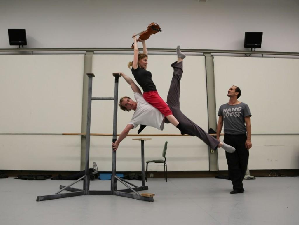 21. M.Mudrák, D.Vítová (Duo HandtoViolin) and J.Bubeníček, rehearsal for a variety show © O.Bubeníček