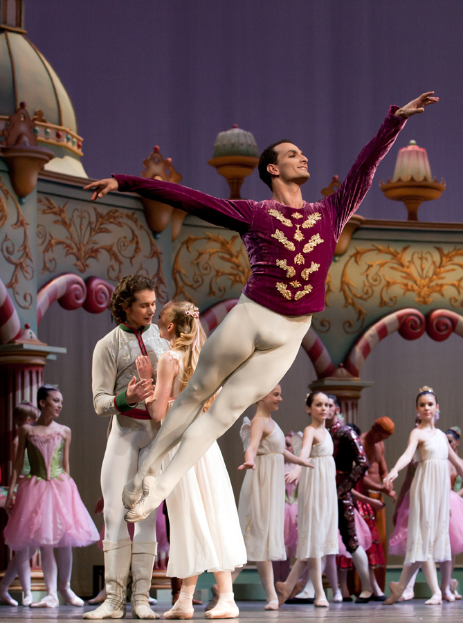 "10. Jiří Bubeníček and ensemble, ""The Nutcracker"" by A. S. Watkin and J.Beechey, Semperoper Ballet © C.Radu"