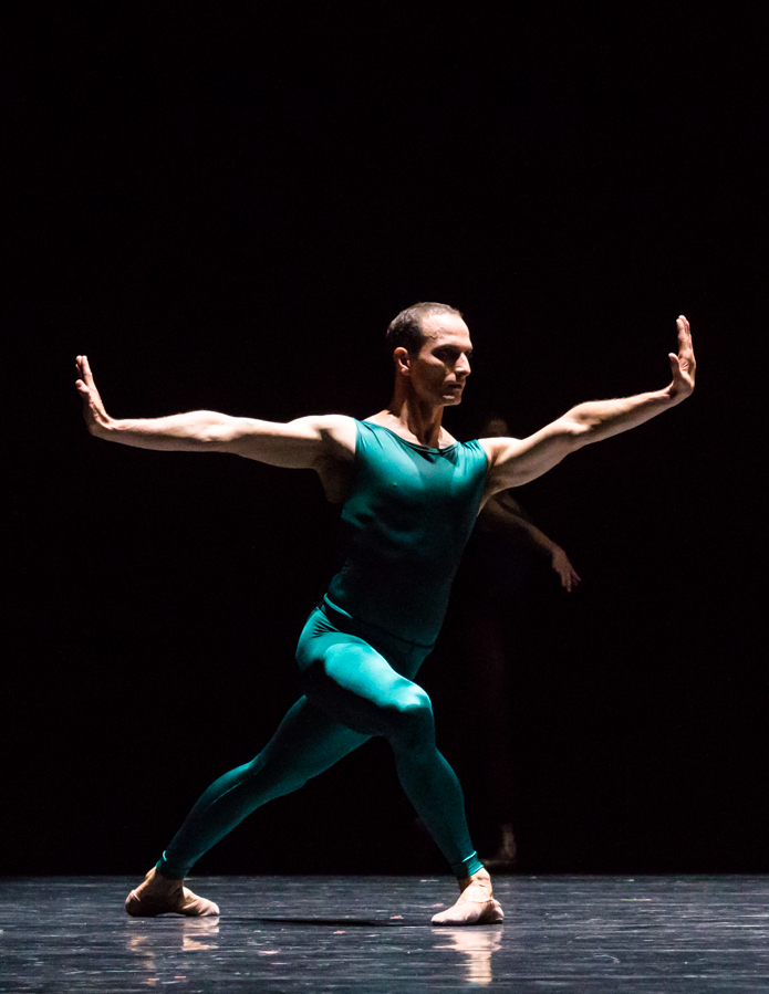 "11. Jiří Bubeníček, ""In the Middle, Somewhat Elevated"" by W.Forsythe, Semperoper Ballet © I.Whalen"