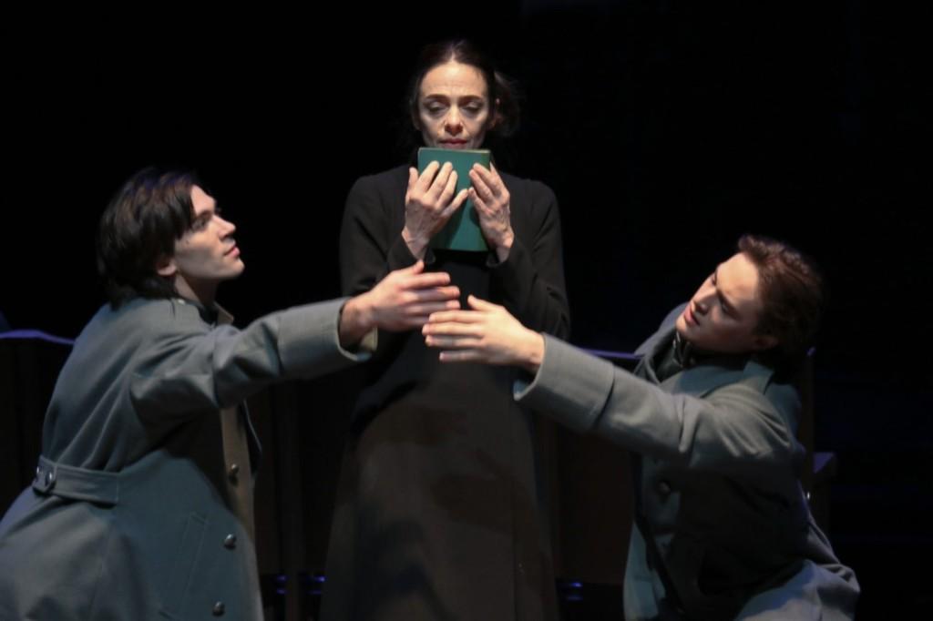 """7. A.Trusch, A.Ferri and J.Bellussi, """"Duse"""" by J.Neumeier, Hamburg Ballet © H.Badekow 2015"""