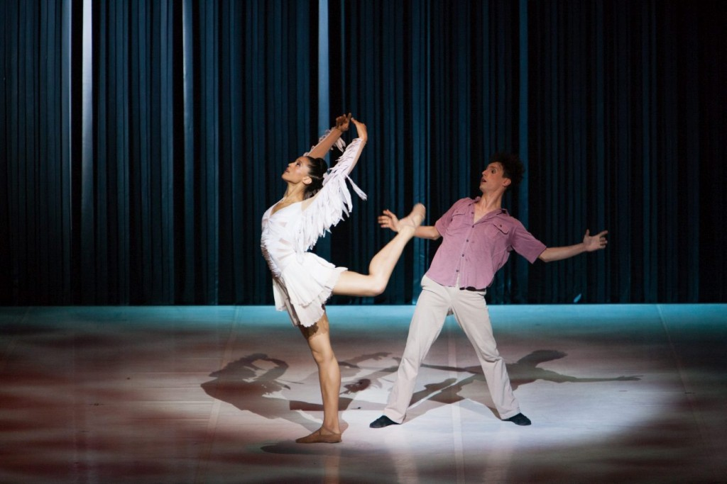 "1. A.Archibald and G.Arenas Ruiz, ""Syncope"" by Gil Roman, Béjart Ballet © Ilia Cholnik"