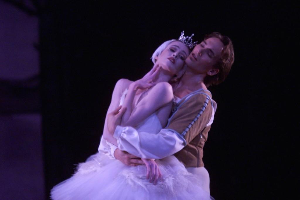 "6. B.Breiner and J.Jelinek, ""Swan Lake"" by J.Cranko, Stuttgart Ballet © B.Weisbrod"