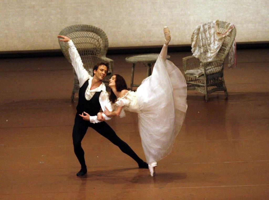 "2. J.Jelinek and B.Breiner, ""Lady of the Camellias"" by J.Neumeier, Stuttgart Ballet © U.Beuttenmüller"