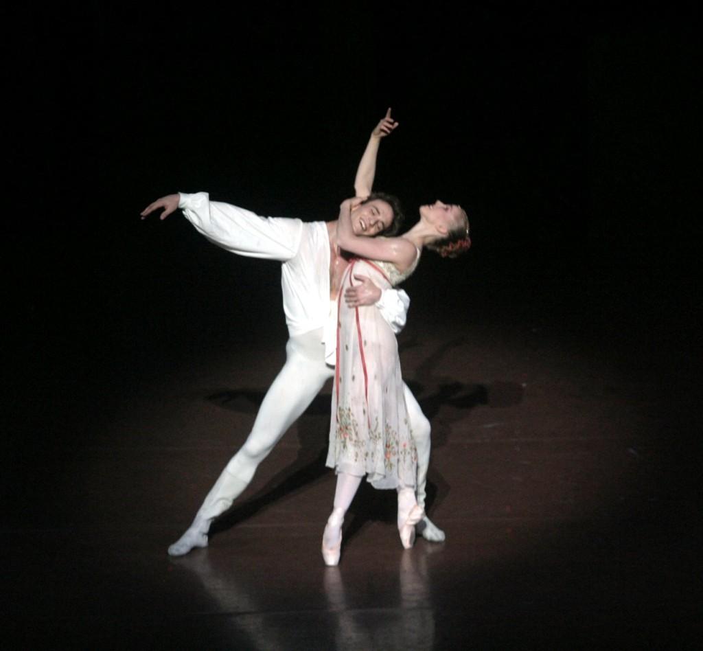 """5. J.Jelinek and K.Wünsche, """"Romeo and Juliet"""" by J.Cranko, Stuttgart Ballet © U.Beuttenmüller"""