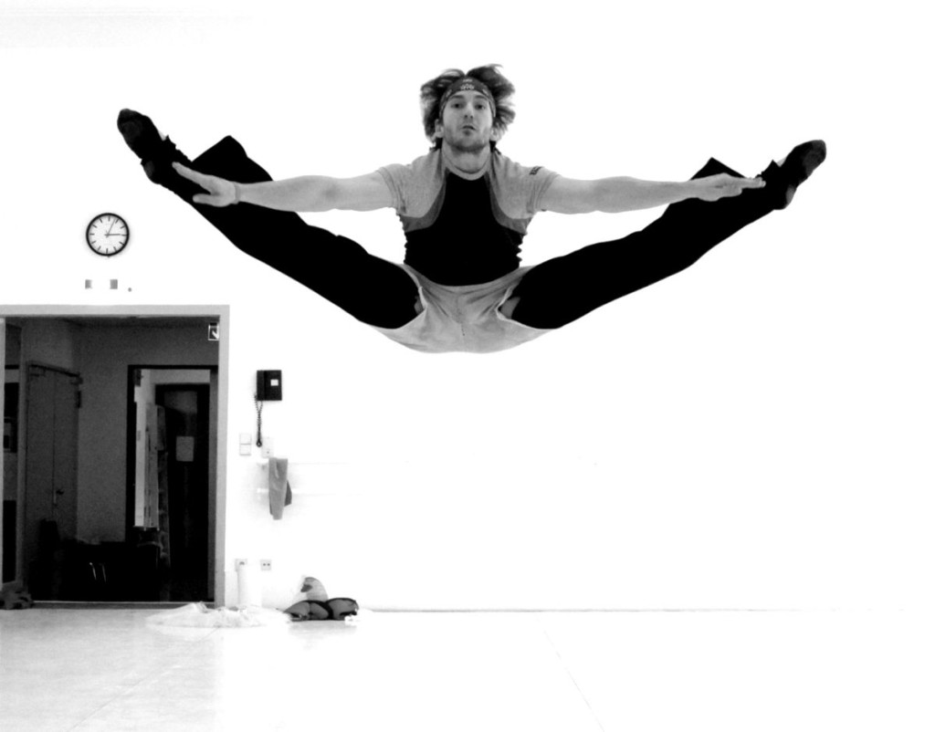"11. J.Jelinek rehearsing Petruchio, ""The Taming of the Shrew"" by J.Cranko, Stuttgart Ballet © U.Beuttenmüller"