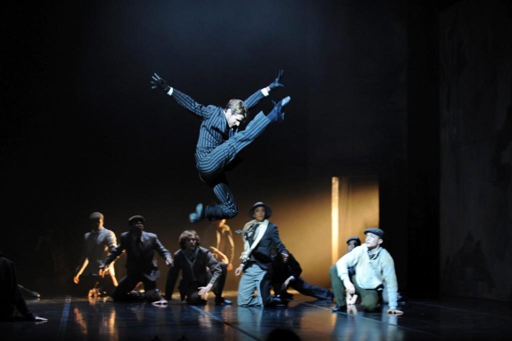 """3. Ensemble, """"Le Mandarin Merveilleux"""" by M.Béjart, Béjart Ballet © P.Pache"""