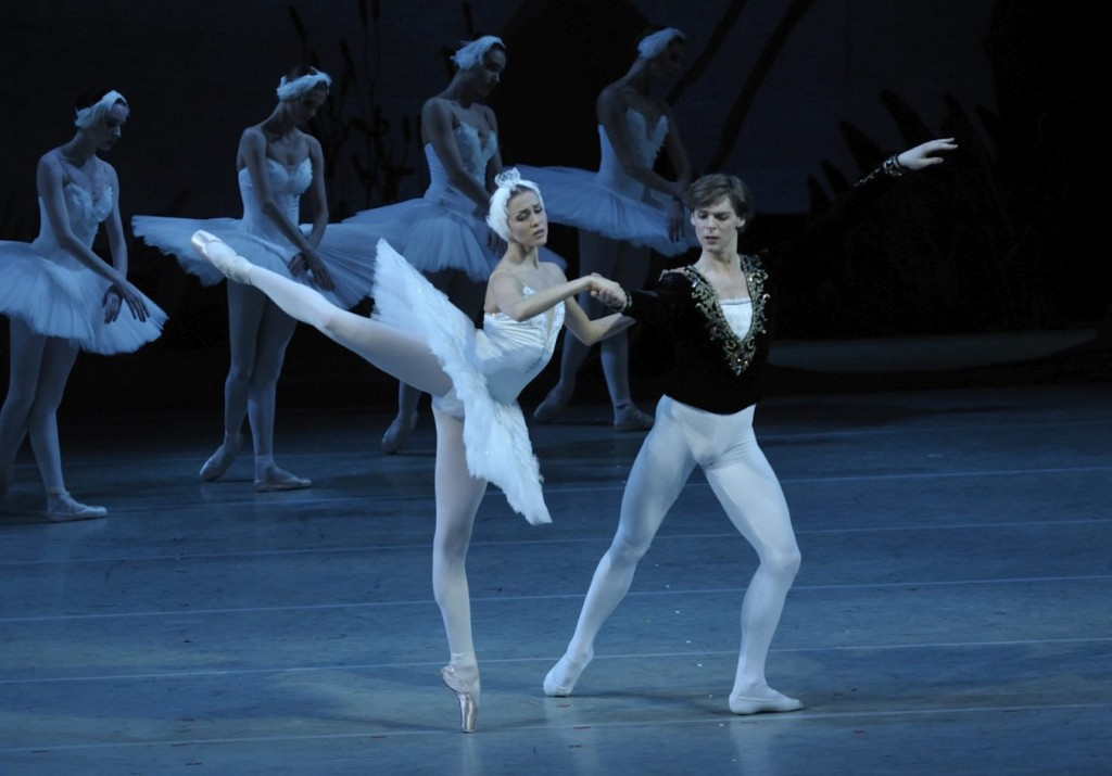 "1. A.Somova, V.Shklyarov and ensemble, ""Swan Lake"" by K.Sergeyev after M.Petipa and L.Ivanov, Maryinsky Ballet © V.Baranovsky"