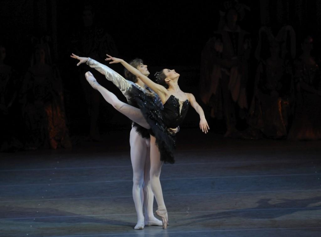 """5. A.Somova and V.Shklyarov, """"Swan Lake"""" by K.Sergeyev after M.Petipa and L.Ivanov, Maryinsky Ballet © V.Baranovsky"""