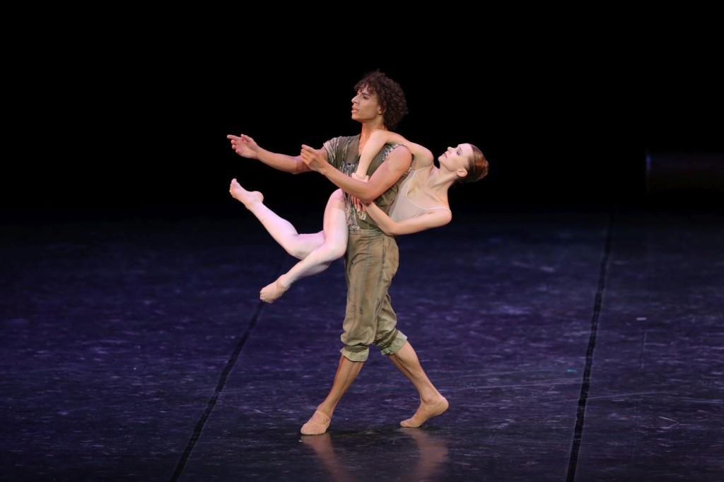 "2. K.Shalkina and O.Chacon, ""Liebe und Tod"" by M.Béjart, Béjart Ballet © K.Hasegawa"