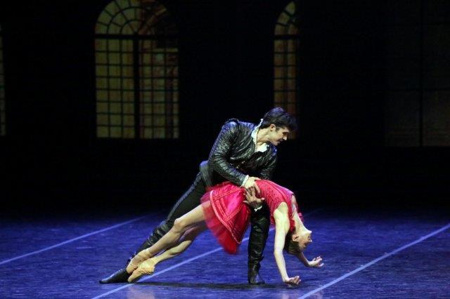 """4. P.Semionova and R.Bolle, """"Cinderella"""" by M.Bigonzetti, Ballet Company of Teatro alla Scala"""