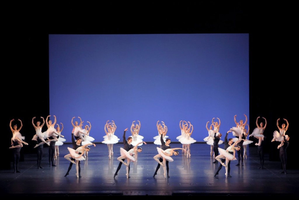 "1. Ensemble, ""Symphony in C"" by G.Balanchine, Bavarian State Ballet © W.Hösl"