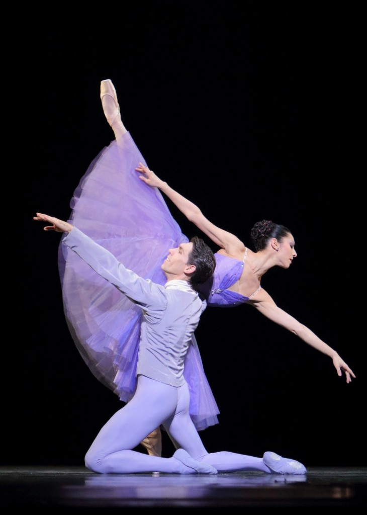 "5. I.Amista and Javier Amo, ""In the Night"" by J.Robbins, Bavarian State Ballet © W.Hösl"