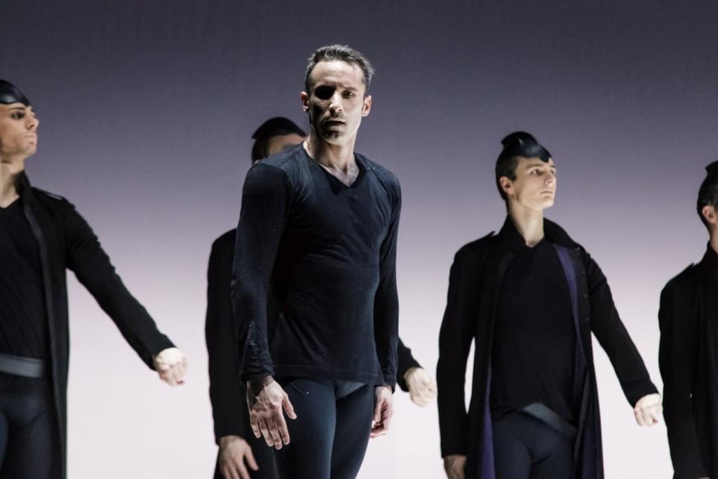 """5. F.Voranger and ensemble, """"Tristan + Isolde"""" by D.Dawson, Semperoper Ballet Dresden © I.Whalen"""