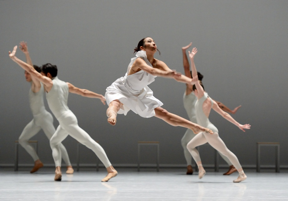 "2. A.Su and ensemble, ""The Second Detail"" by W.Forsythe, Stuttgart Ballet"