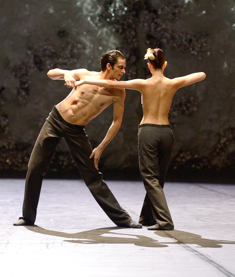 "3. C.Allen and A.Su, ""Lucid Dreams"" by M.Goecke, Stuttgart Ballet"