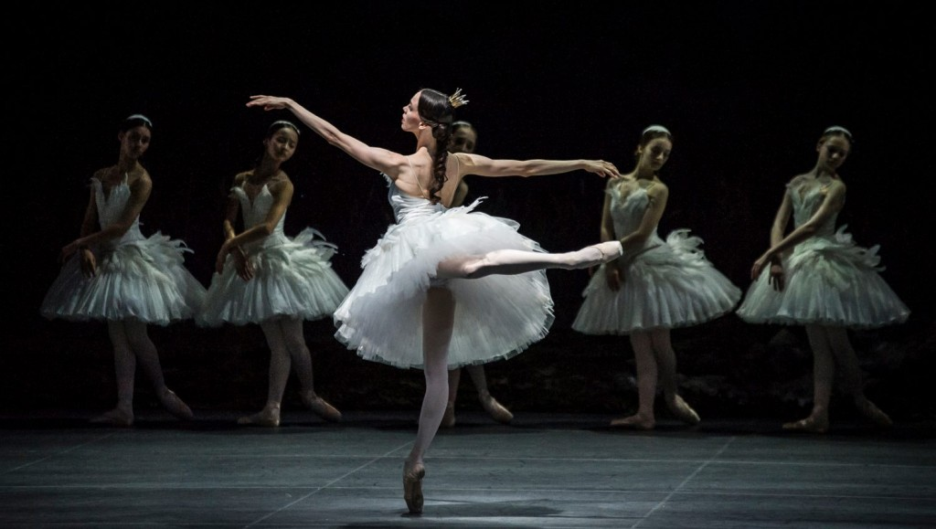 """5. V.Kapitonova and ensemble,""""Swan Lake"""" by M.Petipa and L.Ivanov with additional choreography by A.Ratmansky, Ballet Zurich"""