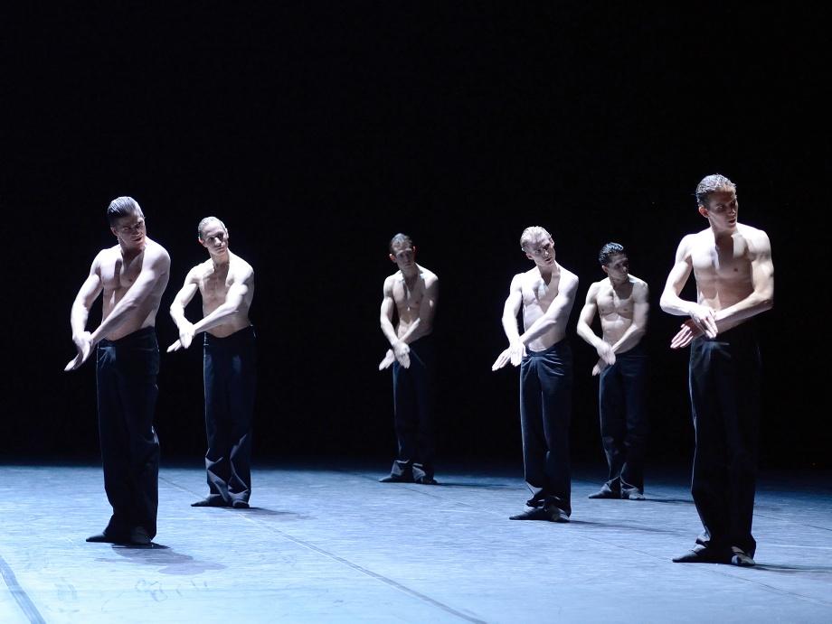 "4. M.Croackard-Villa, R.Novitzky, R.Robinson, A.Russell-Jones, L.Stiens and A.Mc Gowan, ""Lucid Dreams"" by M.Goecke, Stuttgart Ballet"