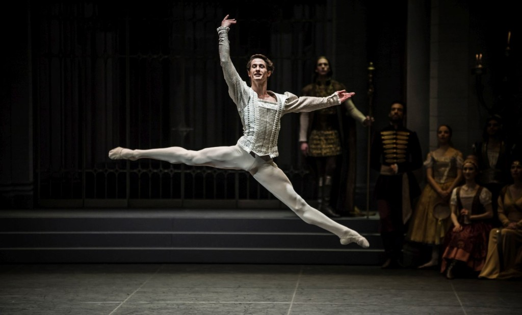 """12. A.Jones, """"Swan Lake"""" by M.Petipa and L.Ivanov with additional choreography by A.Ratmansky, Ballet Zurich and Junior Ballet Zurich"""