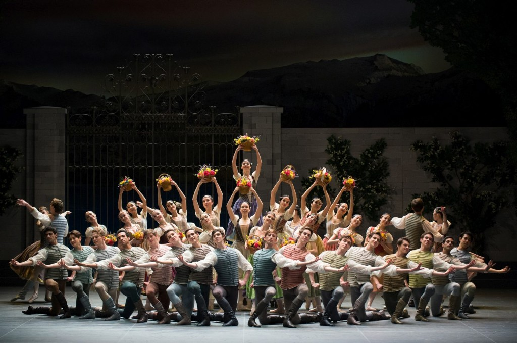 """3. Ensemble, """"Swan Lake"""" by M.Petipa and L.Ivanov with additional choreography by A.Ratmansky, Ballet Zurich and Junior Ballet Zurich"""