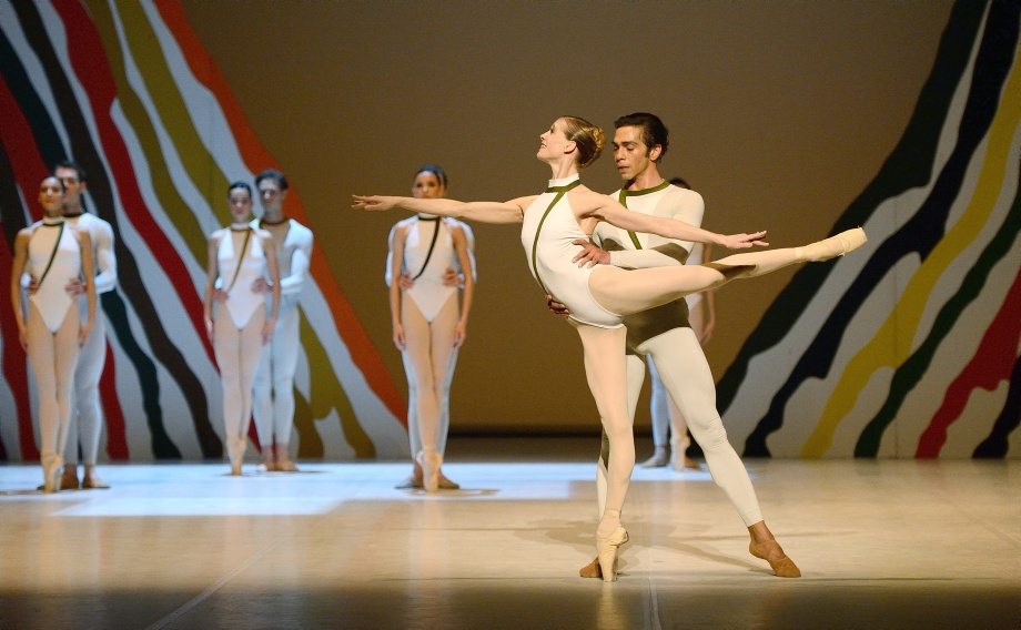 "5. A.Amatriain, J.Reilly and ensemble, ""Seventh Symphony"" by U.Scholz, Stuttgart Ballet"