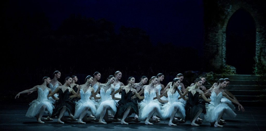 "20. Ensemble, ""Swan Lake"" by M.Petipa and L.Ivanov with additional choreography by A.Ratmansky, Ballet Zurich and Junior Ballet Zurich"