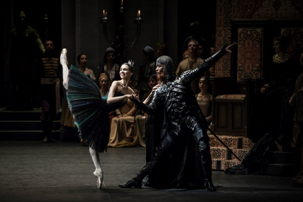 "14. V.Kapitonova, M.Renard and ensemble, ""Swan Lake"" by M.Petipa and L.Ivanov with additional choreography by A.Ratmansky, Ballet Zurich and Junior Ballet Zurich"