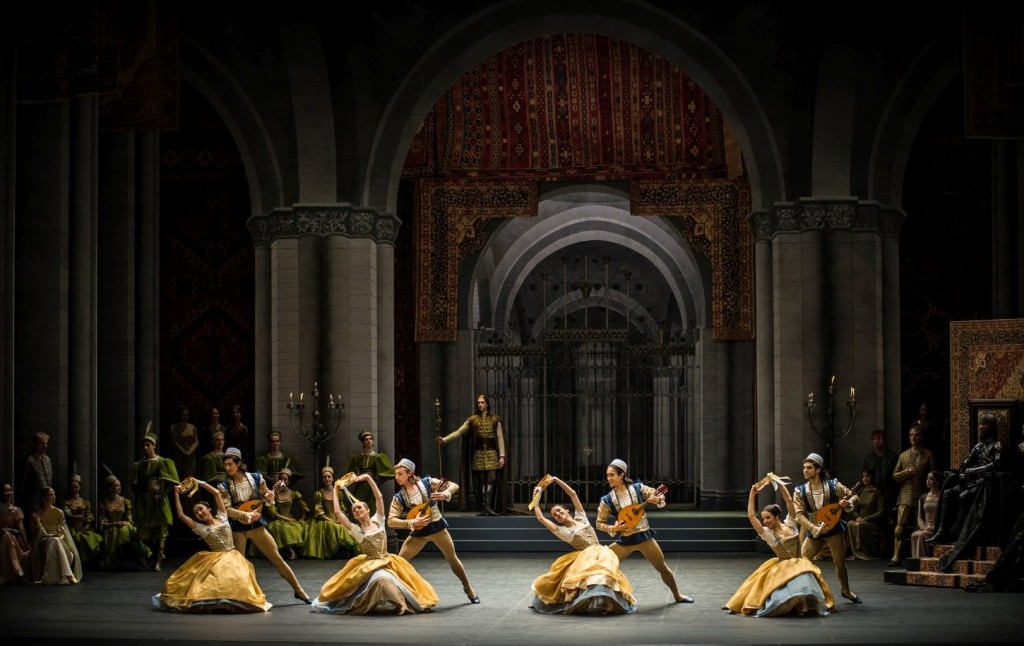 """7. Ensemble (Neapolitan Dance), """"Swan Lake"""" by M.Petipa and L.Ivanov with additional choreography by A.Ratmansky, Ballet Zurich"""