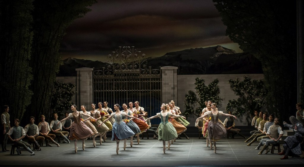 """2. Ensemble, """"Swan Lake"""" by M.Petipa and L.Ivanov with additional choreography by A.Ratmansky, Ballet Zurich and Junior Ballet Zurich"""