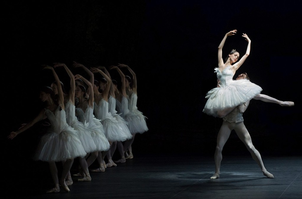 "18. V.Kapitonova, A.Jones and ensemble, ""Swan Lake"" by M.Petipa and L.Ivanov with additional choreography by A.Ratmansky, Ballet Zurich and Junior Ballet Zurich"