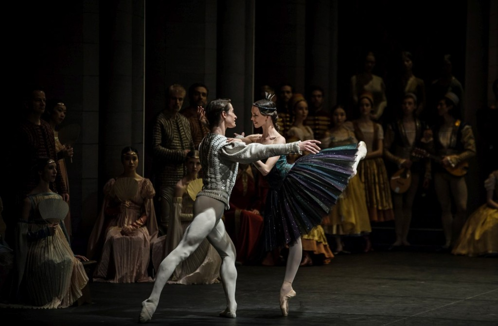 """15. V.Kapitonova, A.Jones and ensemble, """"Swan Lake"""" by M.Petipa and L.Ivanov with additional choreography by A.Ratmansky, Ballet Zurich and Junior Ballet Zurich"""