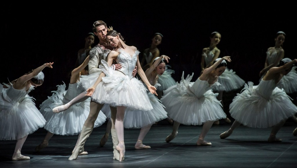 "19. V.Kapitonova, A.Jones and ensemble, ""Swan Lake"" by M.Petipa and L.Ivanov with additional choreography by A.Ratmansky, Ballet Zurich and Junior Ballet Zurich"