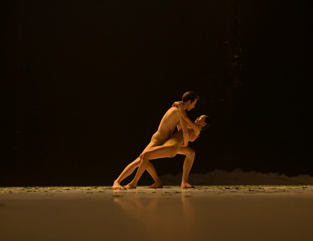 "7. C.Bauch and S.Lee, ""COW"" by A.Ekman, Semperoper Ballet © T.M.Rives"