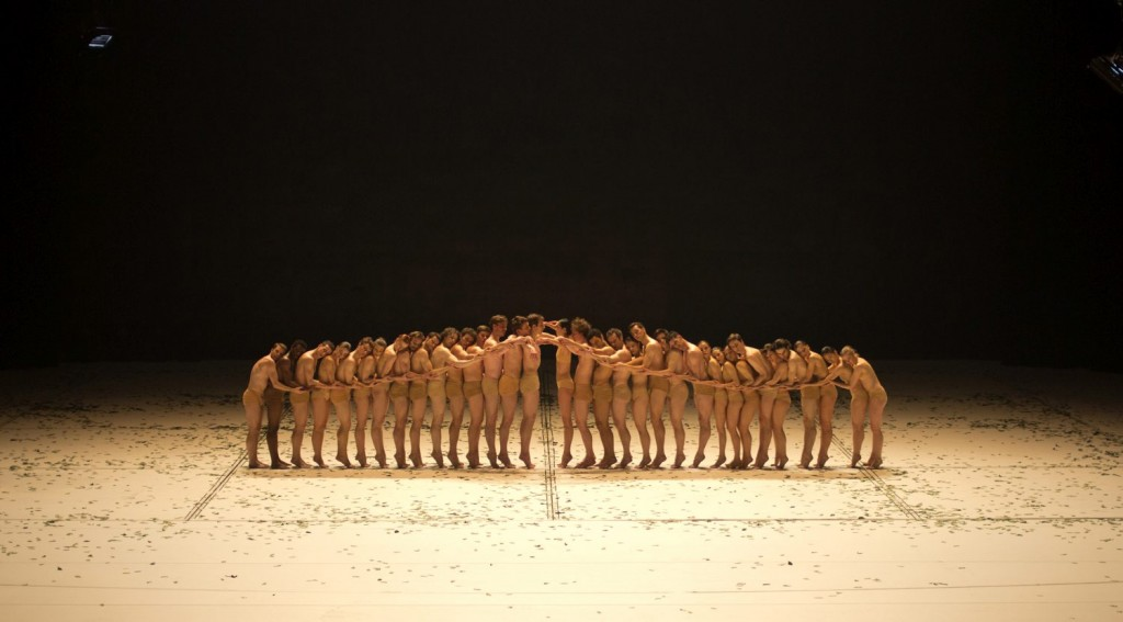 "8. Ensemble, ""COW"" by A.Ekman, Semperoper Ballet © T.M.Rives"
