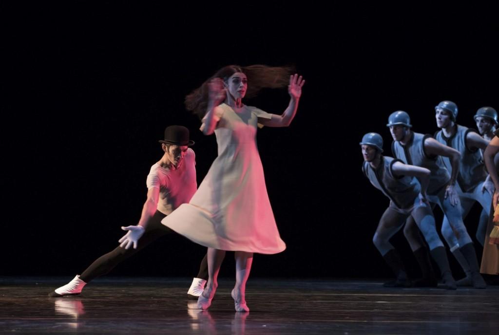 """13. S.Locsin, M.do Amaral and ensemble, """"The Green Table"""" by K.Jooss © The Jooss Estate, Ballett am Rhein © G.Weigelt"""