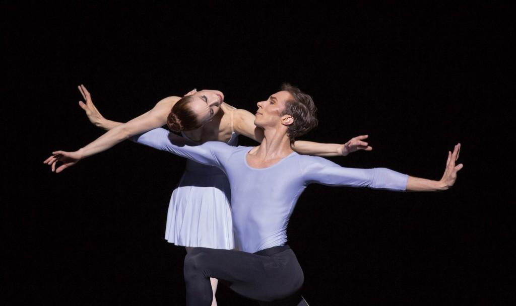 "3. A.-K.Adam and M.Menha, ""Duo Concertant"" by G.Balanchine © The George Balanchine Trust, Ballett am Rhein © G.Weigelt"