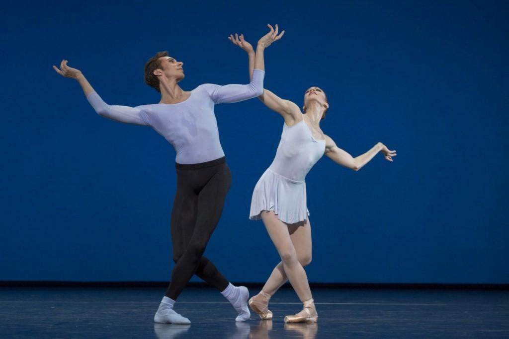"2. A.-K.Adam and M.Menha, ""Duo Concertant"" by G.Balanchine © The George Balanchine Trust, Ballett am Rhein © G.Weigelt"